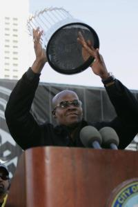 CHICAGO - OCTOBER 28: Designated hitter Frank Thomas #35 at the Chicago White Sox holds the World Series Trophy during the victory parade on October 28, 2005 in Chicago, Illinois. The Chicago White Sox swept the Houston Astros and won the 2005 World Series. (Photo by Jonathan Daniel/Getty Images)